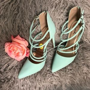 Mint pair of heels size 9